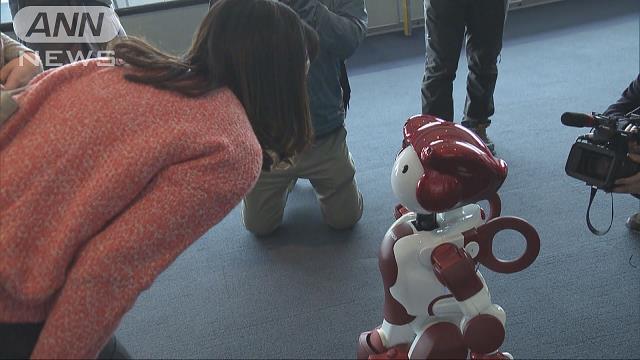 AIロボットが3カ国語で対応 観光客らに観光案内
